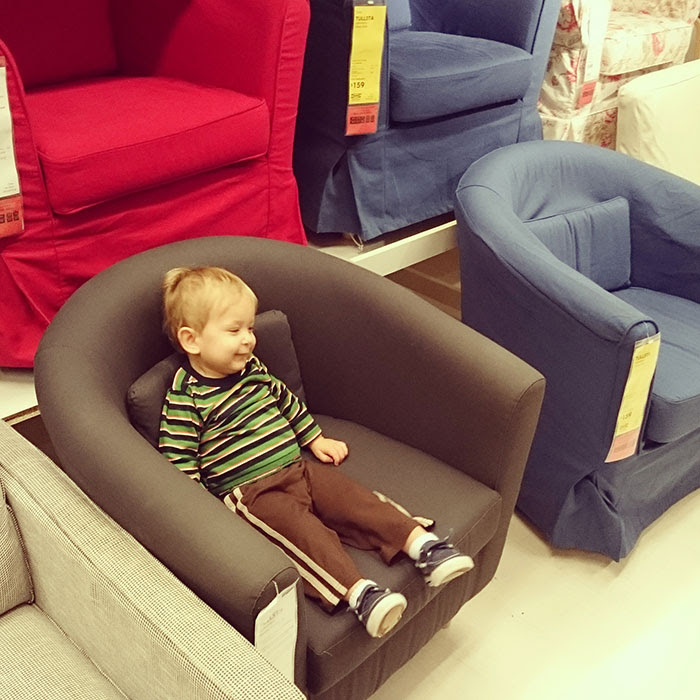 toddler-at-ikea