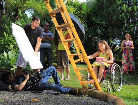 """Making of do filme """"Antes que os Pés Toquem o Céu"""", sobre a menina Íris Oliveira, diagnosticada com atrofia muscular espinhal (AME)"""