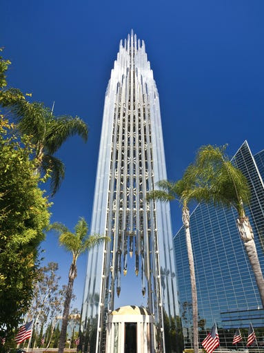 Built                                                           almost                                                           entirely of                                                           reflective                                                           glass, the                                                           Crystal                                                           Cathedral in                                                           Garden Grove,                                                           Calif.,                                                           literally                                                             sparkles.                                                           Sunlight                                                           streams                                                           through the                                                           glass to                                                           illuminate one                                                           of the world's                                                           largest                                                           organs, the                                                           16,061-pipe                                                           Hazel Wright                                                           Memorial                                                           organ.