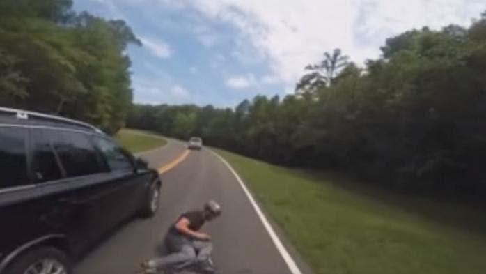 VIDEO. Etats-Unis : un cycliste se fait violemment percuter par une voiture