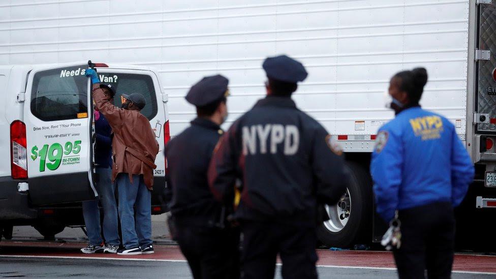 Coronavirus: New York funeral home puts corpses in lorries