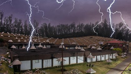 How Much Electricity Can Thunderstorms Produce? image