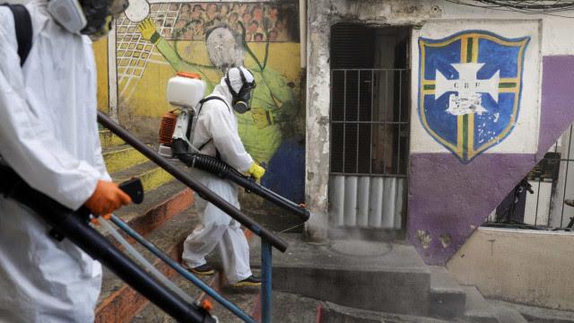 Brasil notifica 167 mortes por covid-19 em 24 horas; média móvel é de 437