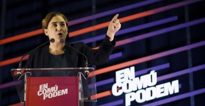 """La alcaldesa de Barcelona, Ada Colau, durante su intervención en el acto electoral que """"Podemos"""" ha celebrado esta tarde en la localidad barcelonesa de L'Hospitalet de Llobregat. EFE / Alejandro García."""