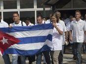 Los especialistas reforzarán el sistema de salud del programa social Barrio Adentro creado por Hugo Chávez con apoyo del Gobierno de Cuba.