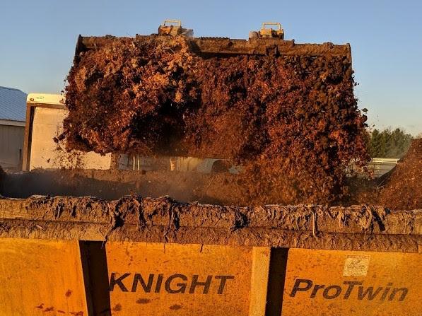 loading manure
