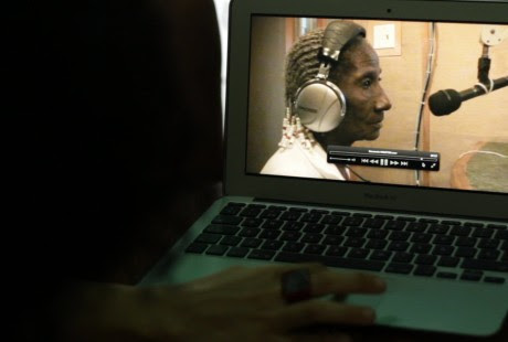 Una imagen vista desde un ordenador de la película 'Belén', de Adriana Vila