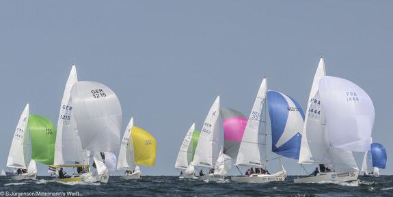 J/22s sailing downwind
