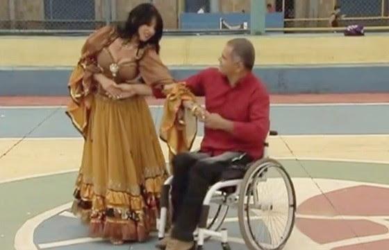 Regina Borges realiza trabalho com dez cadeirantes em Luziânia, GO. Iniciativa virou pesquisa acadêmica.