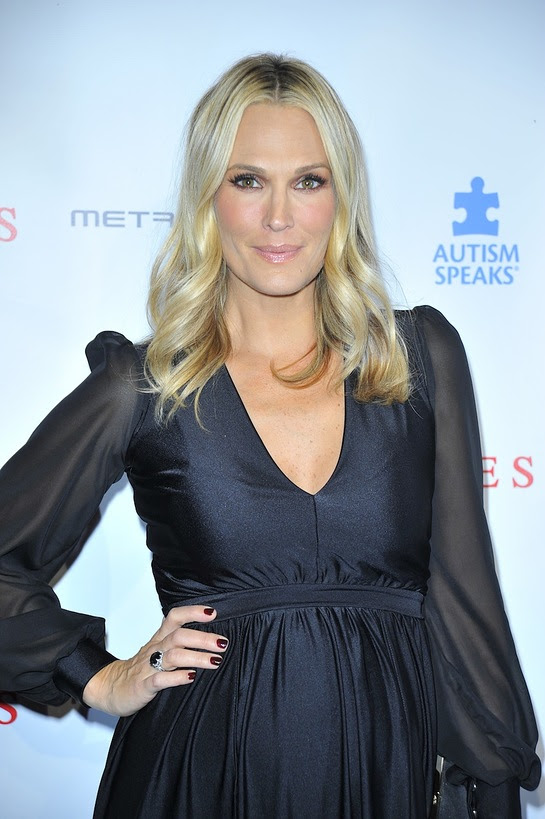 Molly Sims attends Autism Speaks La Vie En Blue Fashion Gala