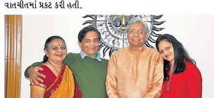 પદ્મ શ્રી એવોર્ડ મળ્યાં બાદ ડો.ગુણવંત શાહ તેમના પરિવાર સાથે ખુશખુશાલ મુદ્ગામાં.