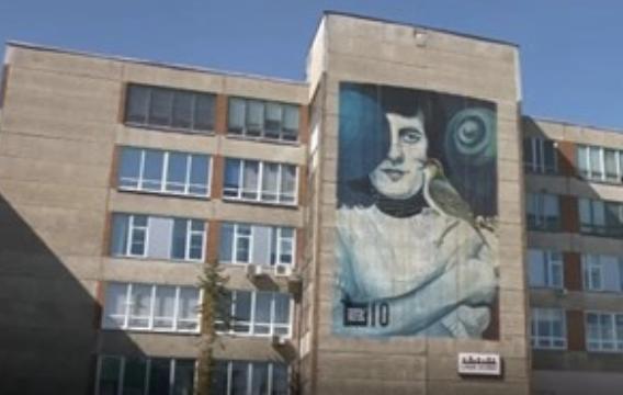 SprayPrinter robot adds colors to Estonian building
