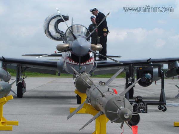 Un avión Embraer Tucano habría estado siendo preparado para atentar contra el Presidente Maduro en un acto público.