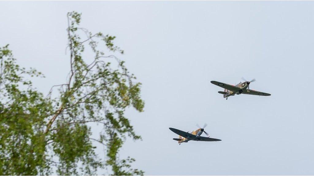 Captain Tom: RAF flypast in veteran's honour