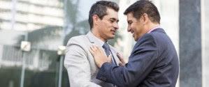 61% dos profissionais LGBT brasileiros escondem sua orientação no trabalho, diz pesquisa
