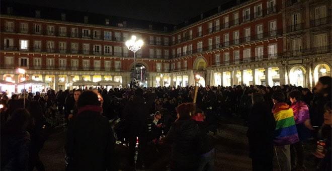 Protesta feminista previa a la huelga del 8M en la plaza Mayor de Madrid. / FERMÍN GRODIRA