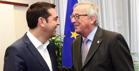 El primer ministro griego, Alexis Tsipras, y el presidente de la Comisión Europea, Jean-Claude Juncker. - EFE