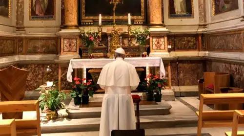 Papa Francisco agradece su visita a Irlanda y realiza una visita sorpresa a esta Santa