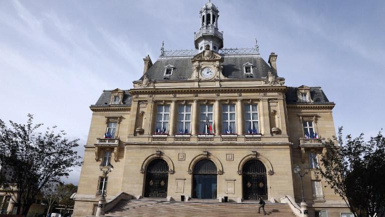 La mairie d'Asnières-sur-Seine (Hauts-de-Seine), le 31 octobre 2013.