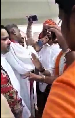 Hindu extremists harass pastor Dasarath Pawar (second from left) in Madhuban Lawn, Varanasi District, Uttar Pradesh, India on Sept. 8, 2019. (Morning Star News)
