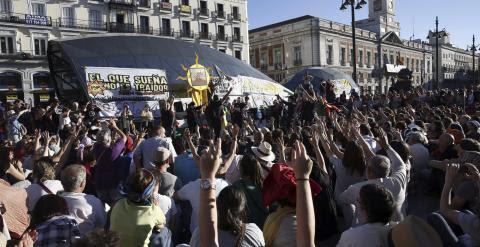 """Final de la manifestación convocada por el 15M con el lema """"2015M: No nos amodazarán. La lucha sigue en las calles"""" que ha discurrido entre Cibeles y la Puerta del Sol, en Madrid. Efe/Kiko Huesca"""