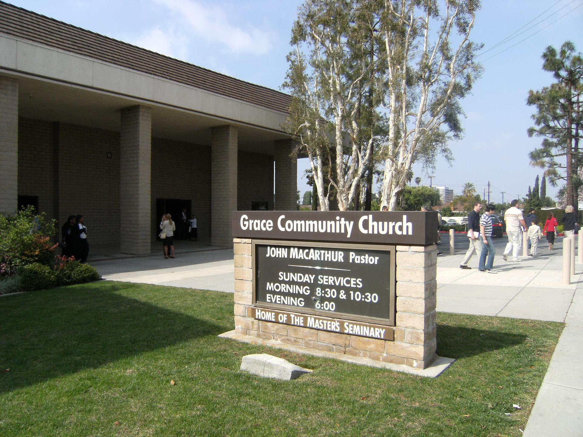 A photo of the sign and building for Grace Community Church, pastored by John MacArthur