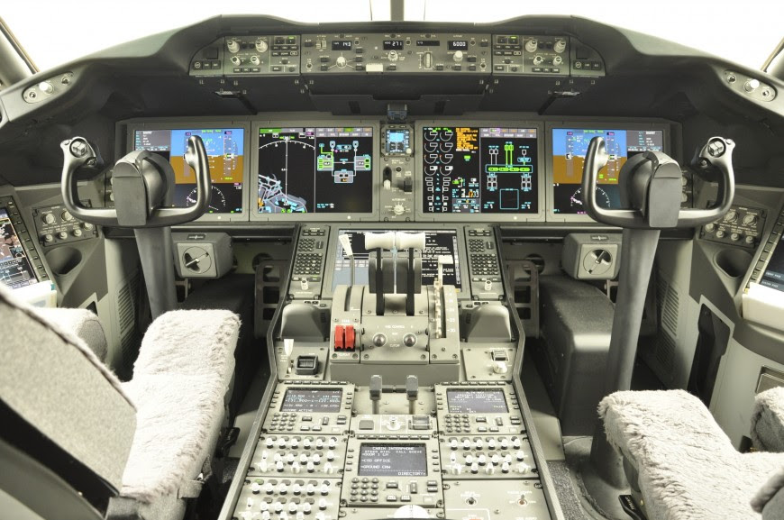 http://www.laboiteverte.fr/21-cockpits-davions/18-cockpit-avion-boeing-787/