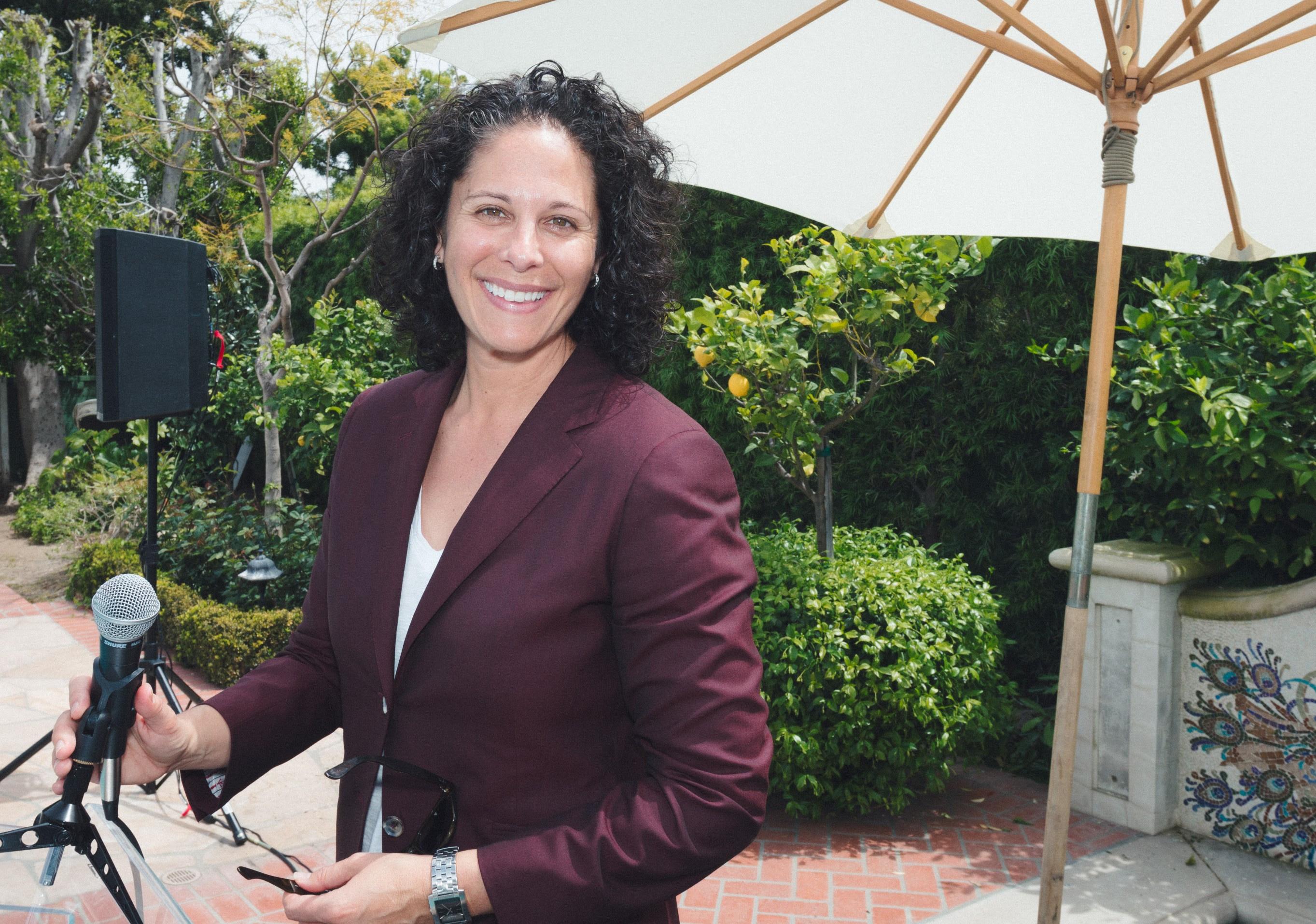 Host of the JQ 2018 Awards Garden Brunch, Dana Goldberg