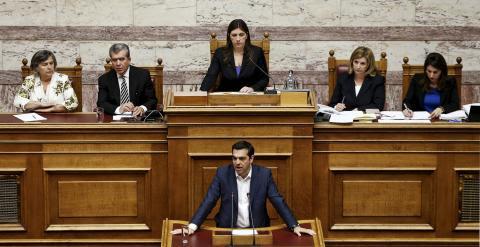 El primer ministro de Grecia, Alexis Tsipras, hablando en el Parlamento griego / REUTERS