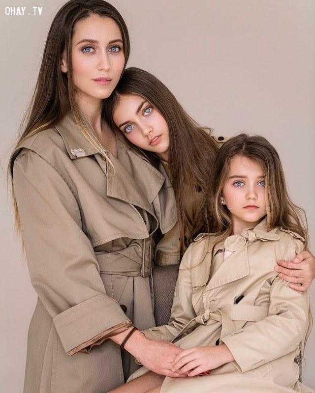 1. Mẹ và hai con gái đều đẹp,di truyền,sự giống nhau