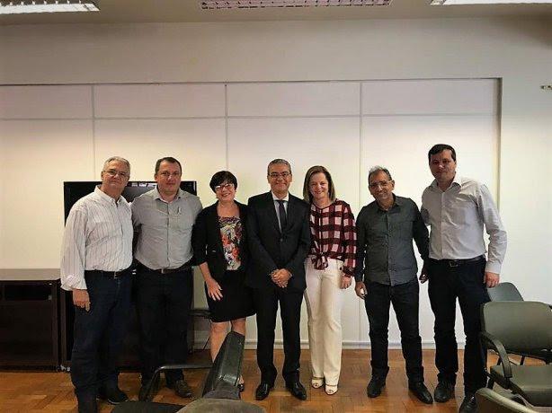 A comitiva levou toda a documentação referente à prestação de serviços na assistência à saúde dos cidadãos dos municípios da microrregião