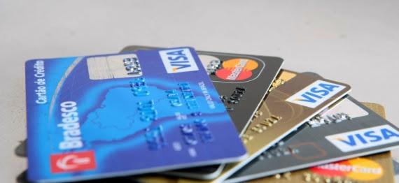 Juros no cartão de crédito e cheque especial recuam em outubro, aponta BC