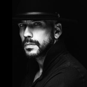 Συναντήσεις Με Μουσικούς στο καφενείο ΙΑΝΟΥ του | Πάνος Μουζουράκης