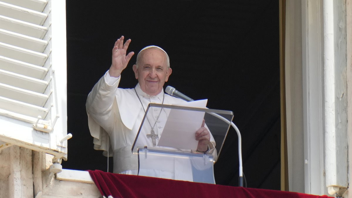Pope Francis to deliver Sunday blessing from Rome hospital