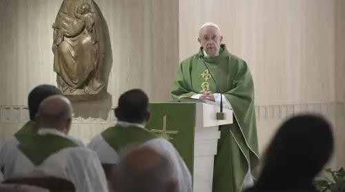 El Papa señala las tres características en las que se sostiene la autoridad del sacerdote
