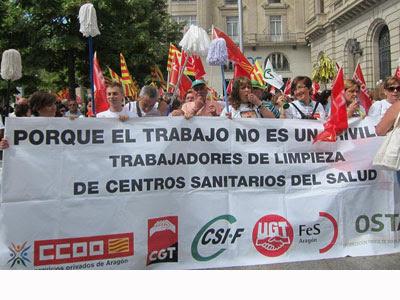 Trabajadores de limpieza de centros médicos de Aragón. EP