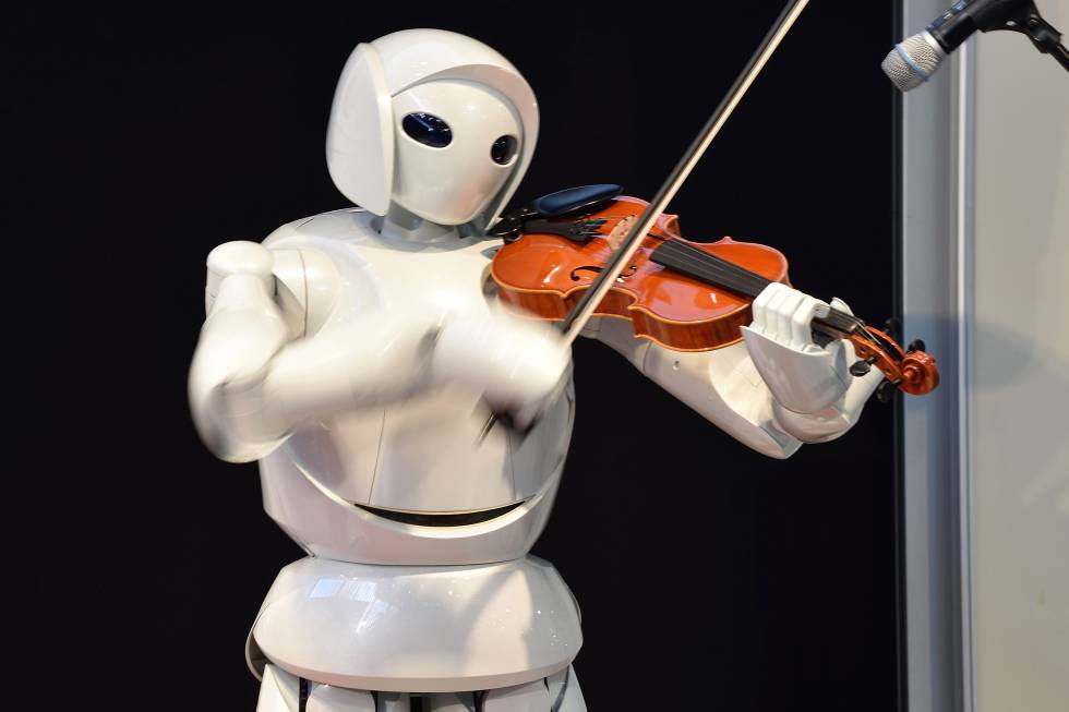 Un robot, creado por Toyota, toca el violín como un humano.rn