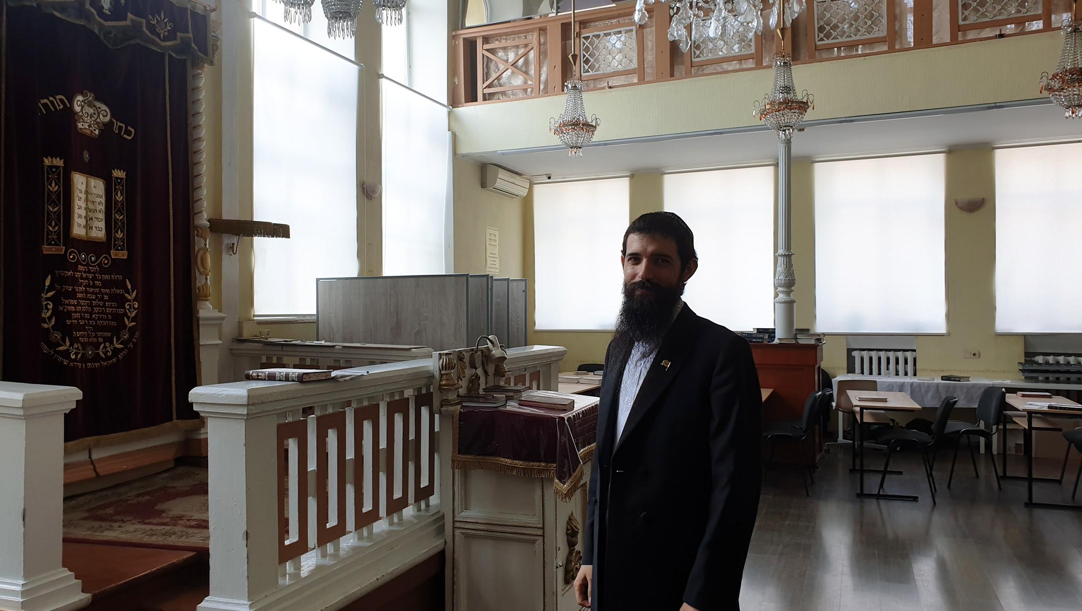 Rabbi Shmuel Zalmanov at the Alte Shul Synagogue on Chisinau, Moldova on Aug. 23, 2019. (Cnaan Liphshiz)