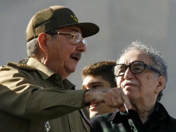 Raúl Castro y García Márquez en el acto por el 50 aniversario de la Revolución Cubana. Foto Reuters.