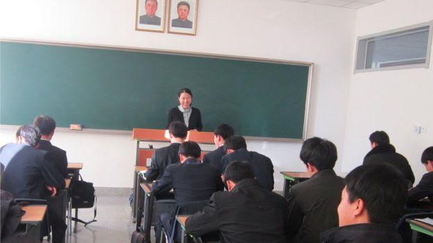 Suki Kim en clase