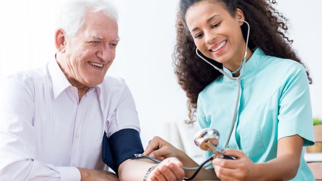 Canábis medicinal reduz pressão arterial em idosos, afirma estudo