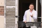 Stéphane Sénéchal à la fenêtre