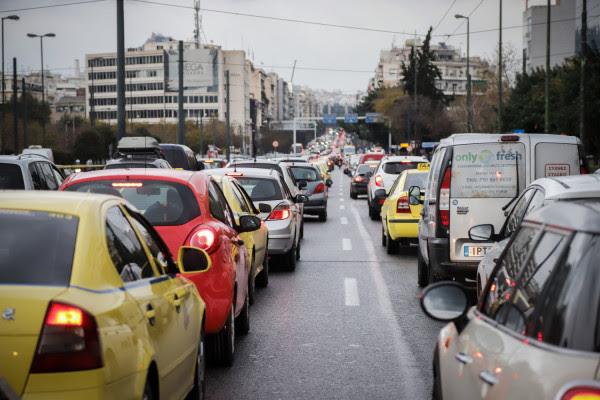 To 35% των Ελλήνων οδηγεί ακόμη κι αν έχει καταναλώσει αλκοόλ