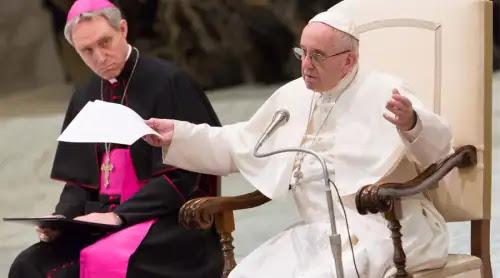 El Papa anima a los sacerdotes a cuidar los momentos de silencio durante la Misa