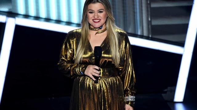 Kelly Clarkson entra na Justiça contra o ex e alega ter sofrido fraude de milhões