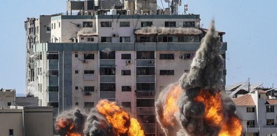 ISRAELE BOMBARDA IL PALAZZO DEI MEDIA A GAZA DOPO I RAZZI DI HAMAS SU TEL AVIV E SULL'AEROPORTO BEN GURION