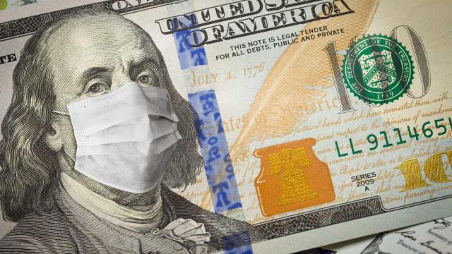 Entenda como ganhar com a alta do dólar em um cenário com mais riscos