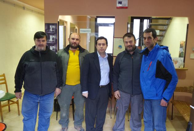 """Ο Νότης Μηταράκης με αντιπροσωπεία του ΔΣ του Κυνηγετικού Συλλόγου Χίου """"Άρτεμις"""""""