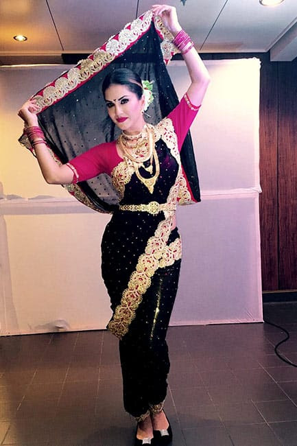 Sunny Leone looks beautiful in desi avatar