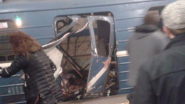 Russia, esplosione nella metropolitana a San Pietroburgo: nove morti